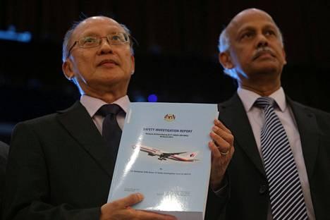 Malesialaiskoneen katoamista tutkineen komission johtaja Kok Soo Chon esitteli raporttia maanantaina Putrajayassa.