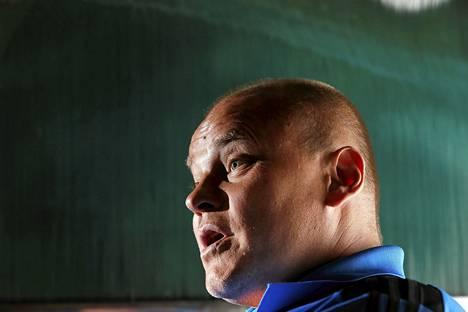 Suomen jalkapallomaajoukkueen päävalmentaja Mixu Paatelainen kertoo saavansa kaiken aikaa kyselyitä agenteilta uusista pesteistä..