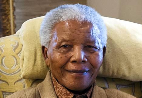Nelson Mandela heinäkuussa 2012.
