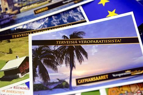 Finnwatchin ja Kepan veropaneelissa jaettiin kortteja veroparatiisista vuosi sitten Helsingissä.