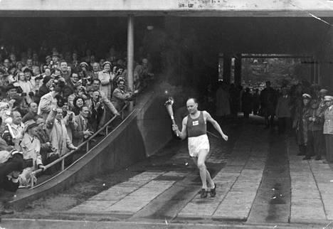 """Helsingin olympialaisissa vuonna 1952 olympiatulen tuojana oli itse """"Paavo Suuri""""."""