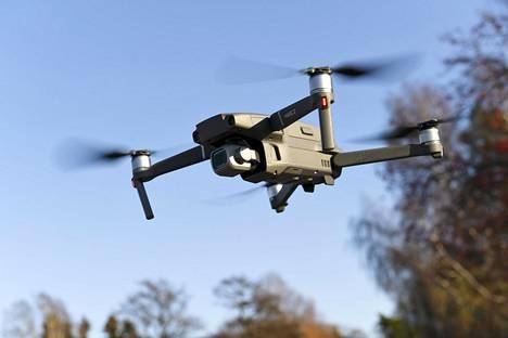 Dronejen eli lennokkien operaattoreiden on rekisteröidyttävä Traficomin ylläpitämään rekisteriin.