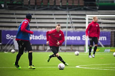 Juho Mäkelä teki HIFK:n ensimmäisen maalin.