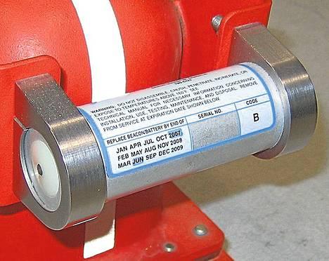 Lentokoneissa oleva ULB-laite aktivoituu joutuessaan kosketuksiin veden kanssa.