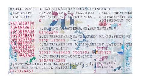 Santanen kirjoittaa kirjoituskoneella kahdenkympin seteleille. Uutuusteoksessa setelien päälle on sudittu korjauslakkaa.