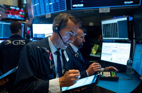 Kääntynyt korkokäyrä voi vaikuttaa myös pörssikursseihin. Pörssivälittäjät työskentelivät New Yorkin pörssissä Wall Streetillä torstaina.