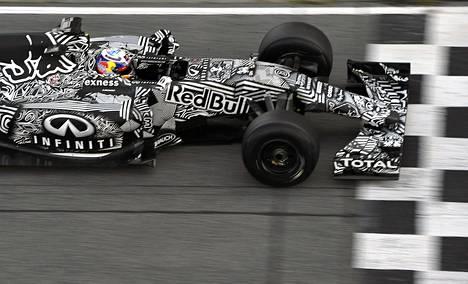 Daniel Ricciardo piti perjantaina Barcelonan testien kärkivauhtia.