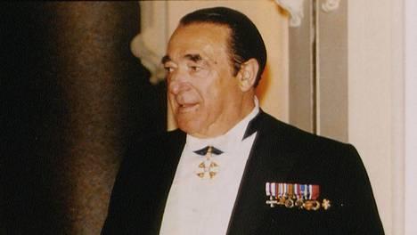 Robert Maxwell puolisonsa Elisabeth Maxwellin kanssa mediamogulin 65-vuotisjuhlissa kesäkuussa 1988 Headington Hill Hallissa Oxfordissa.