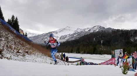 Millä kanavalla näkyy ensi talvena hiihdon maailmancup? Krista Pärmäkoski vauhdissa Tour de Ski-kiertueen osakilpailussa Saksan Oberstdorfissa.