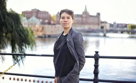 Kansanedustaja Annika Hirvonen on ehdolla Ruotsin ympäristöpuolueen johtoon.
