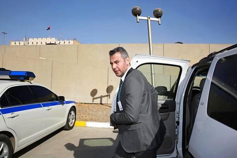 Hussein al-Taee matkasi marraskuussa 2016 neuvottelusta toiseen Bagdadin Green Zonella, jossa Irakin hallintokorttelit sijaitsevat. Hussein al-Taee työskentelee konfliktinratkaisujärjestö Crisis Management Initiativessa.