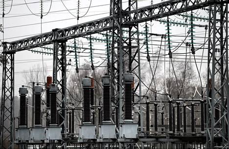 Energiayhtiö Fortumin sähköasema Espoossa 12. joulukuuta 2013.