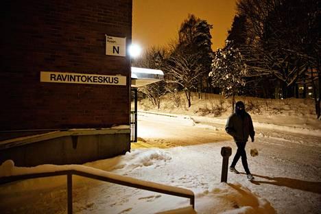 Koskelan vastaanottokeskus Helsingissä ollaan Maahanmuuttoviraston mukaan lakkauttamassa toukokuun loppuun mennessä.