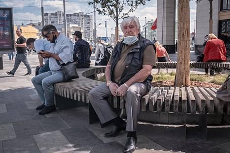 Eläkeläinen Roman Levit aikoo äänestää muutosten puolesta.