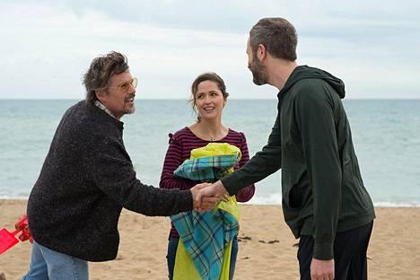 Juliet, Naked on aikuisten ihmisten rakkaustarina. Sen osapuolia ovat Tucker (Ethan Hawke, vas.), Annie (Rose Byrne) ja Duncan (Chris O'Dowd).