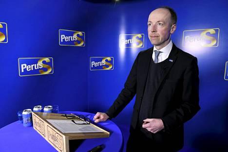 Perussuomalaisten puheenjohtaja Jussi Halla-aho esitteli perussuomalaisten vaihtoehtoa EU:n elvytyspaketille mediatilaisuudessa Helsingissä maanantaina 10. toukokuuta.