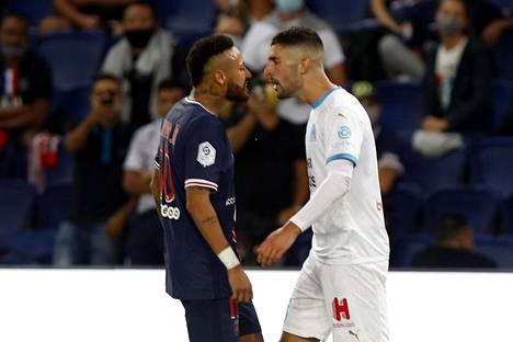 Neymar (vas.) ja Álvaro González ottivat yhteen, kun PSG hävisi Marseillelle.