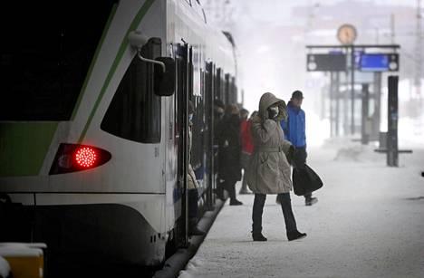 Lähijuna Helsingin Rautatieasemalla 11. maaliskuuta.