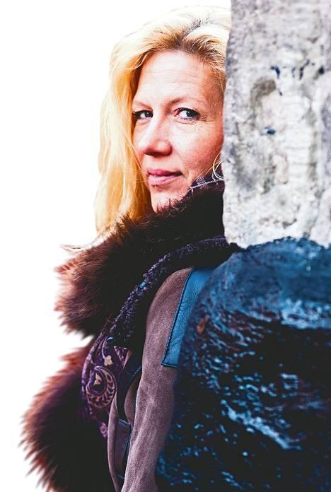 Liza Marklund kertoo uusimmasta dekkaristaan Ajojahti Helsingin kirjamessuilla sunnuntaina.