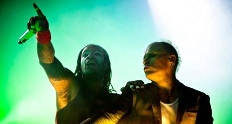 The Prodigyn Maxim Reality ja Keith Flint Turun Ruisrockin lavalla vuonna 2011.