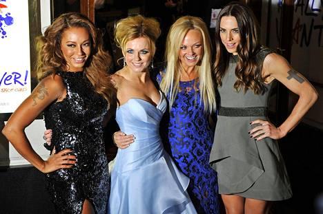 Spice Girls -yhtyeen jäsenet Melanie Brown (vas.), Geri Halliwell (nyk. Horner), Emma Bunton ja Melanie Chisholm yhtyeen musiikkiin perustuvan Viva Forever! -musikaalin ensi-illassa joulukuussa 2012.