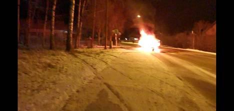 Auto syttyi palamaan Korsossa.