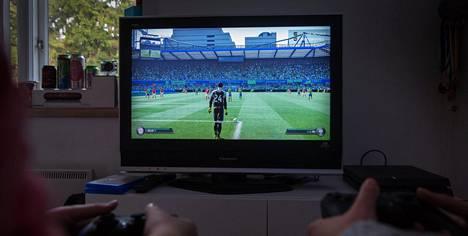 Tarkkaavaisuuteen ja keskittymiseen liittyvät aivoalueet näyttävät olevan säännöllisesti pelaavilla tehokkaampia kuin muilla.