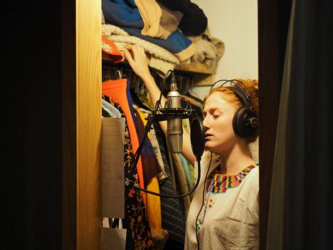 In Sweden, Anni Elif Egecioglu sang her own part of the song Gold Dust in the wardrobe of drummer Andreas Werlin's wife, who had just the right acoustics.