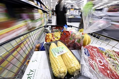 Kirjoittajan mielestä kuluttajavalinnat eivät ole keskeisessä roolissa ilmastonmuutoksen torjunnassa.