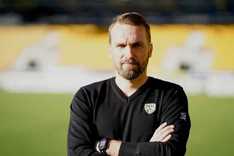 Jani Honkavaara siirtyi mestarijoukkue KuPSista päävalmentajaksi uutta nousua rakentavaan SJK:hon.