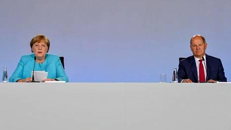 Saksan liittokansleri Angela Merkel ja varakansleri, valtiovarainministeri Olaf Scholz esittelivät Saksan elvytyspaketin keskiviikkoiltana.