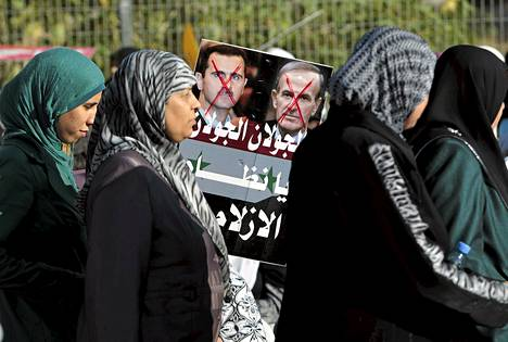 Israelin arabit vastustivat kesäkuussa pidetyssä mielenosoituksessa Syyrian nykyistä presidenttiä Bashar al-Assadia sekä hänen isäänsä, ex-presidentti Hafez al-Assadia.