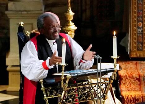 Piispa Michael Curry piti prinssi Harryn ja Meghan Marklen häissä voimallisen saarnan.