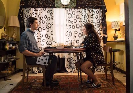 Adam Driver ja Golshifteh Farahani näyttelevät pääosia Paterson-elokuvassa.