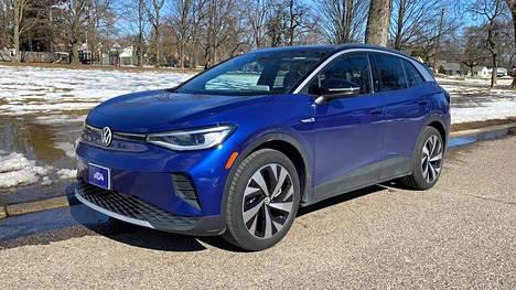 Volkswagenin ID3 nousi viime vuonna yhdeksi Euroopan myydyimmistä sähköautoista. Nyt yhtiö on tuonut markkinoille sen seuraajan, katumaasturikokoisen ID4:n.