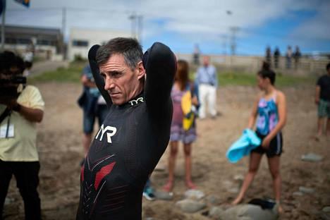 Ben Lecomte lähdössä uintiurakkaansa 5. kesäkuuta Tokiosta.