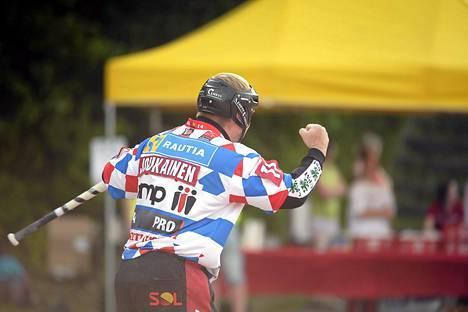 Sami Joukainen tuuletti Meilahden kentällä voittoa.
