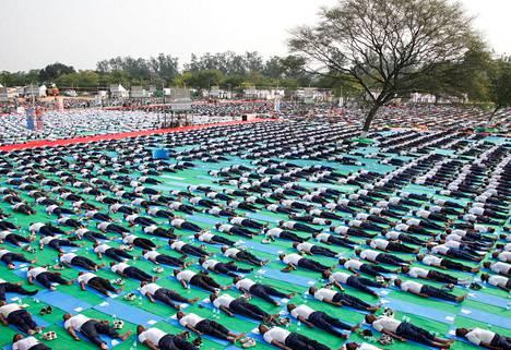 Maailman jooga-päivää viettiin Chandigarhissa Intiassa sunnuntaina.