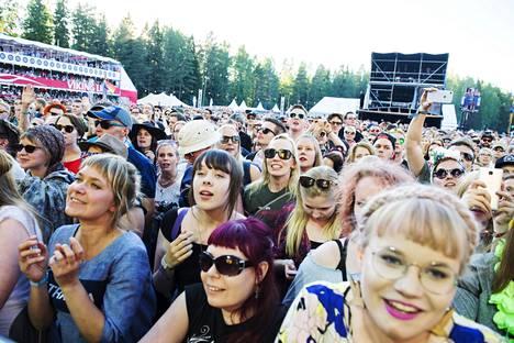 Yleisö odotti Ultra Bran keikkaa Seinäjoen Provinssi-festivaalilla vuonna 2017.