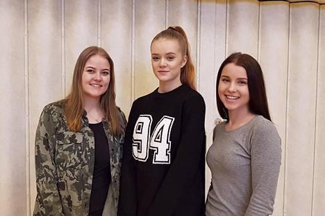 Emmi Tuunainen, Julia Saarinen ja Janita Mäkelä ovat käyneet eri kouluissa puhumassa nuorisovaltuustosta, johon parhaillaan etsitään uusia jäseniä. Kolmikon lisäksi viimevuotisista nuorisovaltuustolaisista jatkaa Saija Vuori.