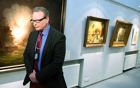 Keskusrikospoliisin Kimmo Nokkonen kertoi suuresta taideväärennösvyyhdistä tiedotustilaisuudessa tammikuussa 2015. Tapaukseen liittyvä oikeudenkäynti alkoi Helsingin käräjäoikeudessa tällä viikolla.