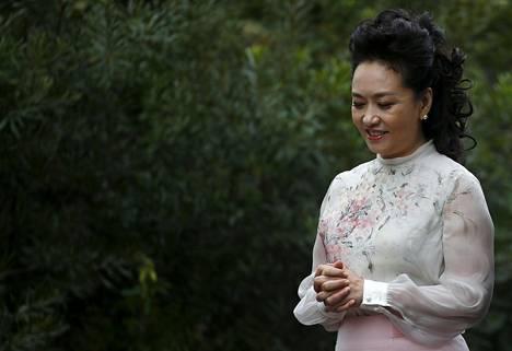 Peng Liyuanista on tullut kiinalaisten naisten ylpeys ja tyyli-ikoni, jonka käyttämistä vaatteista ilmestyy kopioita nettikauppoihin.