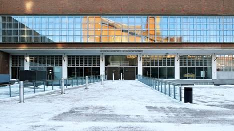 HS:n vuonna 2017 julkaiseman selvityksen mukaan liki 400:lla vasta aloittaneella valtuutetulla tai varavaltuutetulla oli tuore tuomio yhteensä yli 700 rikoksesta. Kuvassa Helsingin käräjäoikeuden rakennus.