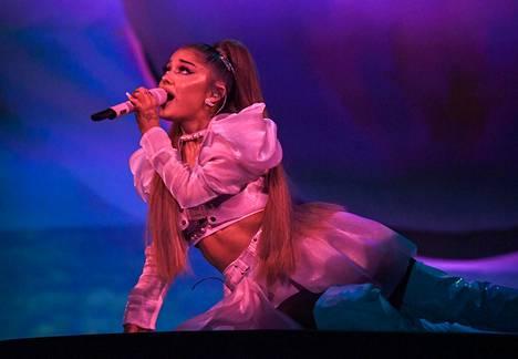 Ariana Grande esiintyi Helsingissä lauantaina osana Sweetener World Tour -kiertuetta. Kuvat ovat kiertueen konsertista Lontoosta elokuulta, koska Helsingin konserttia ei saanut kuvata.