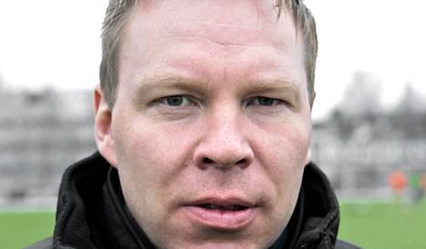 Matti Hiukka juhli maanantaina ensimmäistä voittoaan RoPSIn päävalmentajana.
