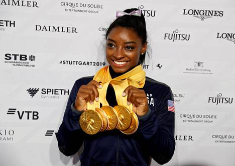 Simone Biles otti viisi MM-kultaa lokakuussa Stuttgartissa.