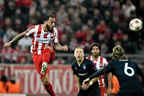 Markus Halsti (oik.) seurasi läheltä Kostas Mitroglun tekemään 3-2-maalia.