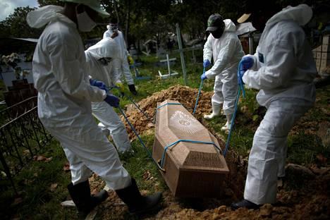 Koronavirukseen kuollut 70-vuotias mies haudattiin Brasilian Brevesissä kesäkuun alussa.