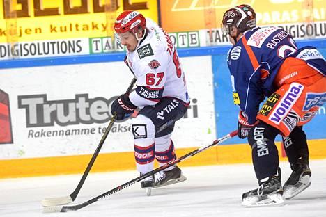 Tomas Zaborsky (vas.) pelasi vielä keväällä 2016 HIFK-nutussa Tapparaa vastaan.