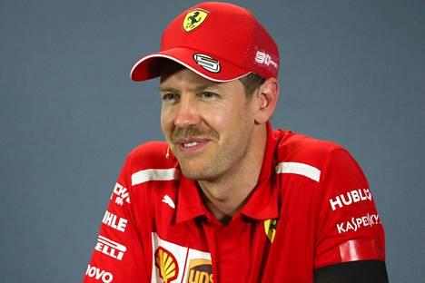 Sebastian Vettel yllätti viiksillään.